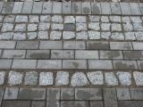 akmenų grindinio klojimas maišant su trinkelėmis