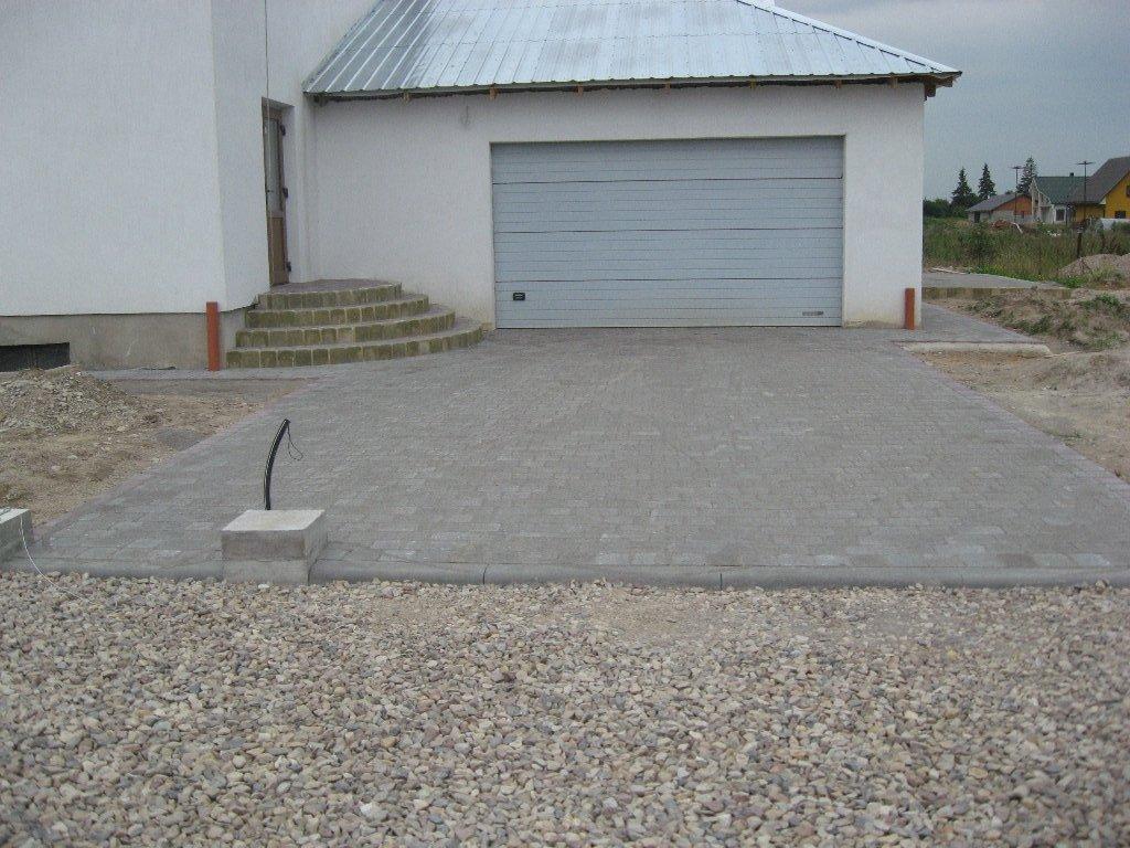 įvažiavimas iš betono trinkelių