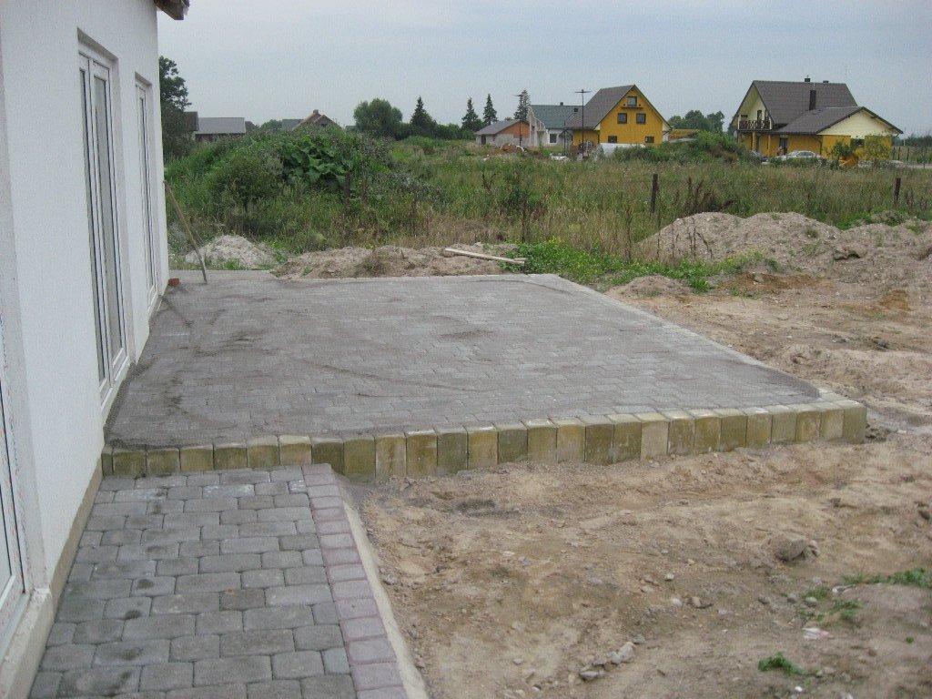 aikštelė terasai iš betoninių trinkelių