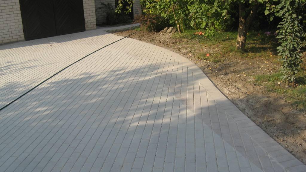 betoninių trinkelių klojimo spalvų įvairinimas