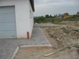 betono trinkelių takelis aplinkui namą
