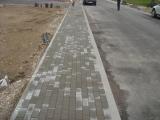 šaligatvis grįstas betoninėmis trinkelėmis
